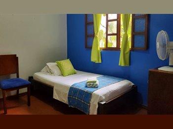 Habitación amoblada con baño privado