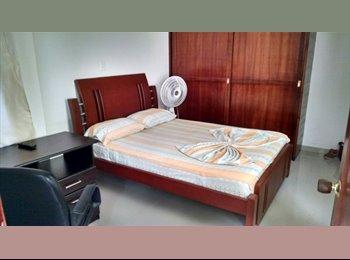Habitación amoblada con baño privado en colsag