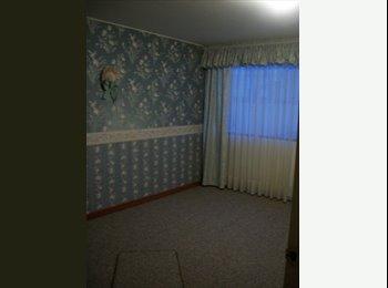 Arriendo cómoda habitación, con baño y parqueadero