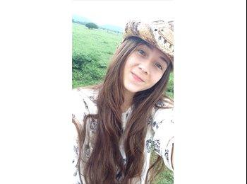 alejandra   - 18 - Estudiante