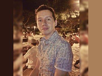 Charlie Corrales - 22 - Estudiante