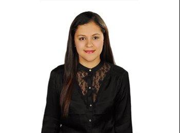 Isabella Quiroga - 25 - Profesional