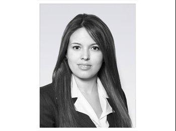 Andrea - 25 - Profesional