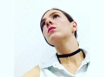 Natalia  - 24 - Profesional