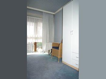 EasyWG DE - Ismaning , Zimmer in Einfamilienhaus mit Garten, München - 600 € pm