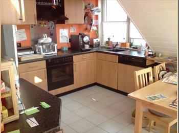 2 helle gemütliche WG-Zimmer in modernem Haus+Pool