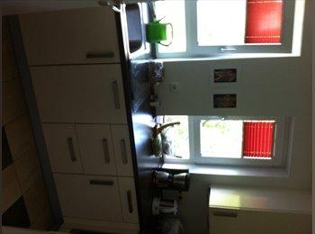 EasyWG DE - 11qm möbliertes Zimmer mit eigenem Bad, München - 570 € pm