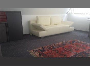 EasyWG DE - separates Giebelzimmer in Deutz zu vermieten - Deutz, Köln - 390 € pm