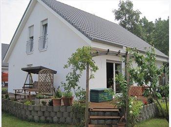 EasyWG DE - Mitbewohnerin im Einfamilienhaus, Berlin - 500 € pm