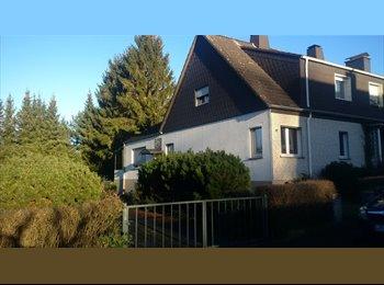 EasyWG DE - Zimmer in eigener Doppelhaushälfte mit Garten, 2 Minuten zur Uni, Paderborn - 215 € pm