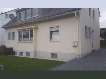 EasyWG DE - Zimmer 15qm in netter 2er WG in 3-Zi-Whg, Bonn - 250 € pm
