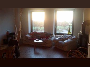 EasyWG DE - Schönes Zimmer sucht netten Mitbewohner, Hamburg - 300 € pm