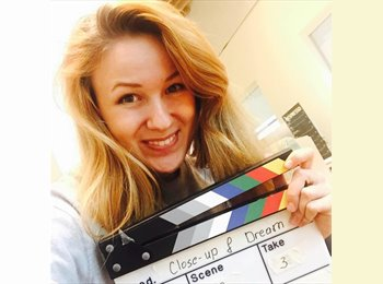 Ellie - 21 - Student