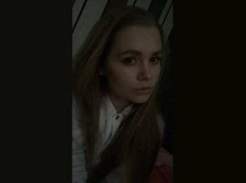 Lisa  - 18 - Student