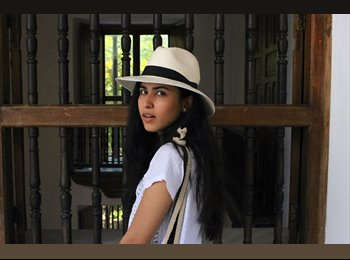 Adriana - 23 - Student