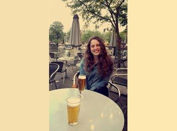 Ocea van Loenen - 19 - Student