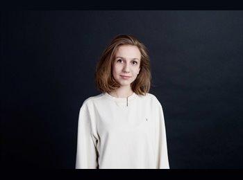 Lisa - 19 - Student