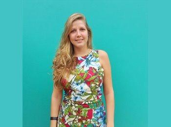 Patricia - 27 - Student