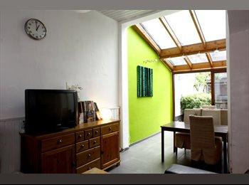 Mooie, lichte kamer in een aangenaam studentenhuis