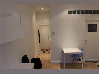 gemeubelde studio met terras op gelijkvloers