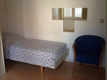 EasyKot EK - Leuke kamer voor student of stagiair, Antwerpen-Anvers - € 350 p.m.