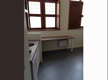 HOOGSTRAAT / Studio met keuken & toilet