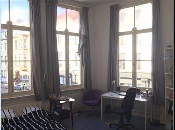EasyKot EK - kamer met veel lichtinval in karaktervol herenhuis in ware Parisien stijl!, Antwerpen-Anvers - € 330 p.m.