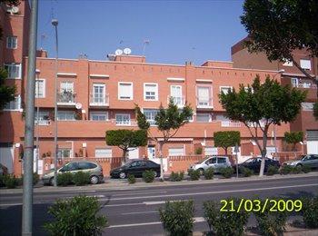 EasyPiso ES - Alquiler de habitaciones en un triplex muy soleado en Almeria, Almería - 175 € por mes