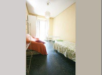 Habitación amplia 20m con balcón zona Palacio Real