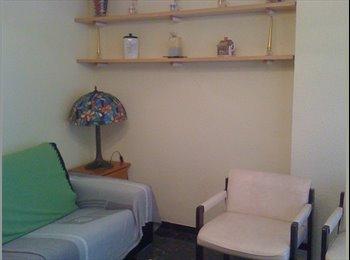 habitacion tranquila en piso limpio y céntrico