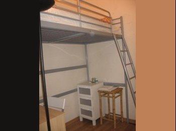 EasyPiso ES - Habitación pequeña y cuca en piso bonito y soleado - Eixample, Barcelona - 280 € por mes