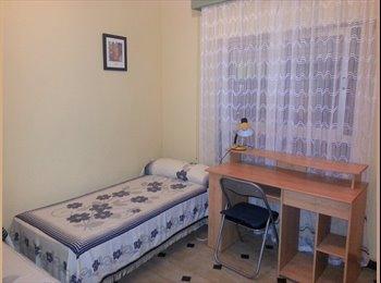 EasyPiso ES - se alquila habitacion en casa familiar - Centro, Cádiz - 270 € por mes