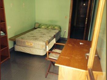 EasyPiso ES - Alquiler habitación con balcón, muy luminosa. - Son cotoner - plaça de toros - son oliva, Palma de Mallorca - 280 € por mes