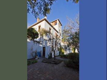 EasyPiso ES - dobles y indiv. con baño privado y vista Alhambra - Albaicín - Realejo, Granada - 300 € por mes