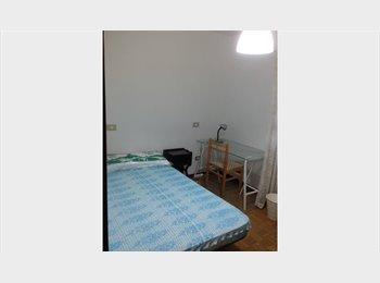 alquilo habitación en piso zona Universidad