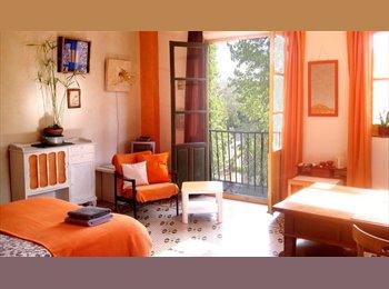 EasyPiso ES - Habitaciónes con vista al jardín, en piso amplio en pleno centro ., Granada - 350 € por mes