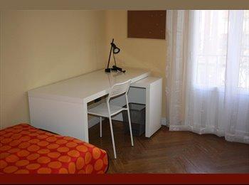 Habitación con balcón en Arguelles