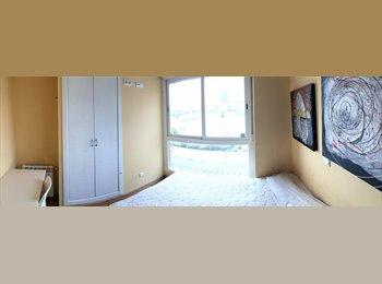Habitación exterior con gran ventanal - Madrid Río -...