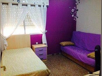 EasyPiso ES - Alquilo habitaciones en el centro de Alicante! - Zona del Puerto, Alicante - 200 € por mes