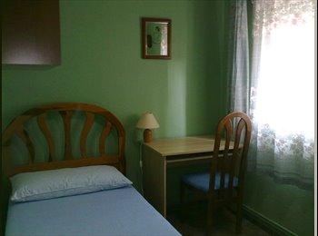 Habitacion en piso compartido-SOLO CHICAS