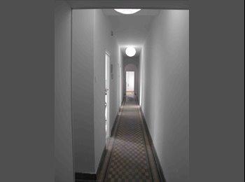 Se alquila habitación en luminoso ático Moncloa