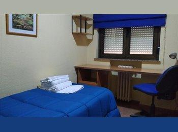 Junto Plaza Mayor ,Habitación individual  con sevicio de...