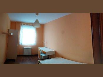 EasyPiso ES - Habitación en piso recien reformado con Internet - Otras Áreas, Santiago - 190 € por mes