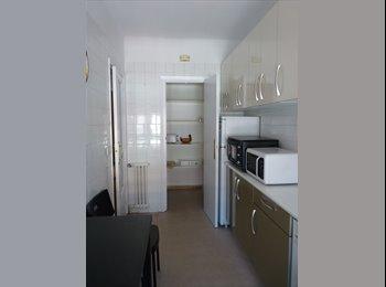 EasyPiso ES - Habitación para estudiante en el centro de Vitoria, Gijon - 300 € por mes
