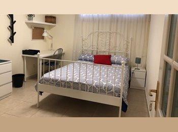 Habitación doble amplia y con baño propio