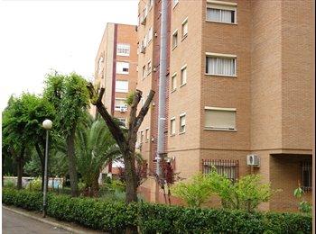 EasyPiso ES - Se alquila habitacion para completar piso - Centro, Cáceres - 126 € por mes