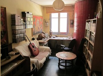 EasyPiso ES - Habitación con estudio en gran casa con patio. - Sabadell, Barcelona - 275 € por mes