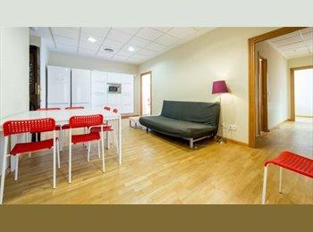 EasyPiso ES - room in VALENCIA canovas/center, Valencia - 175 € por mes