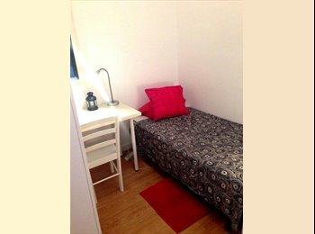 EasyPiso ES - Habitación individual amueblada cerca de zona universitaria - Sants-Montjuïc, Barcelona - 320 € por mes