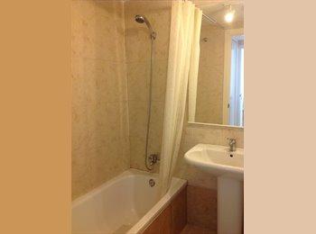 EasyPiso ES - Double Bed Room with private Bath - Centro, Marbella - 350 € por mes